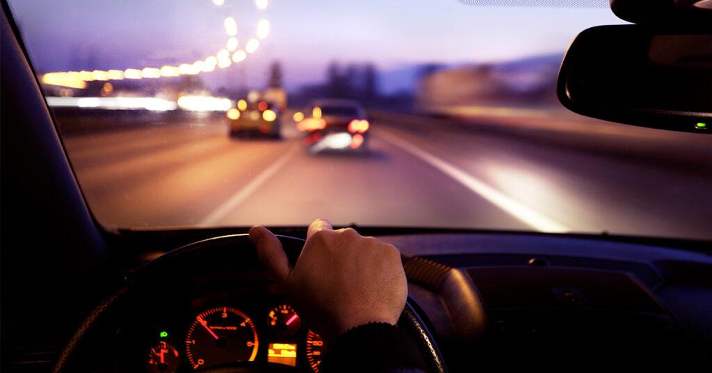Dicas para perder o medo e dirigir à noite com segurança