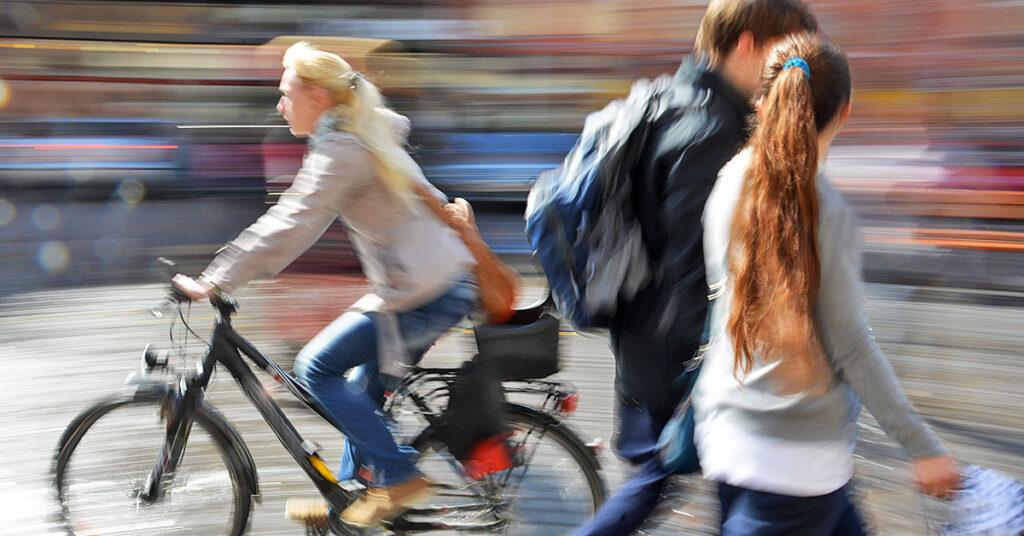 Multa para pedestres e ciclistas: o que muda a partir de abril