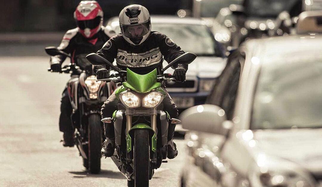 Como andar de moto na cidade: dicas para uma pilotagem segura