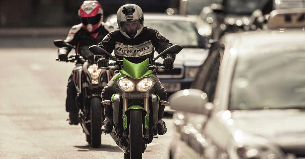 dicas de como andar de moto na cidade