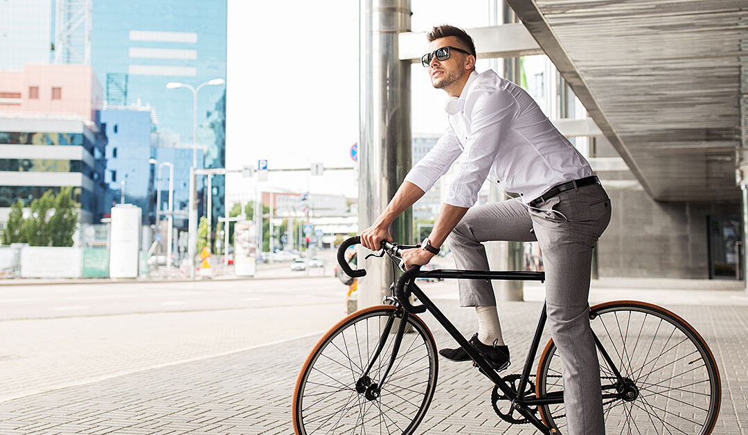 Os benefícios de pedalar na cidade vão muito além da economia. Saiba tirar proveito!