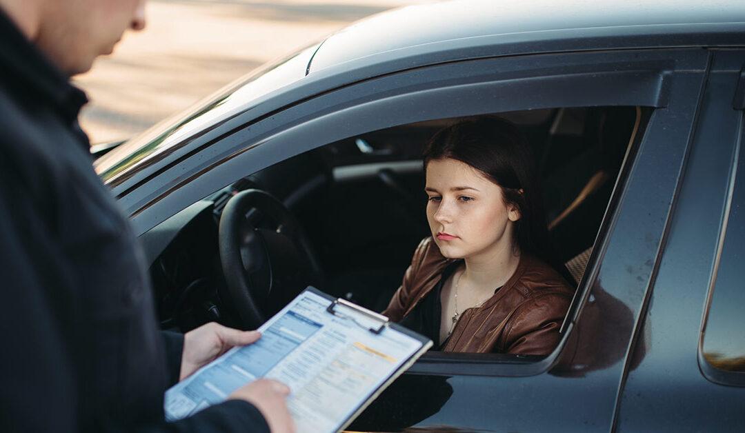 Conheça os tipos de infrações de trânsito e os seus direitos