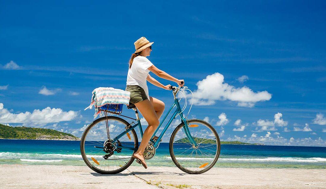 Pedalar na praia: boas razões para deixar o carro em casa